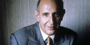 El profesor Allan Bloom centraba sus críticas en tres pensadores alemanes: Nietzsche, Weber y Heidegger.
