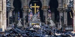 La cruz y Nuestra Señora