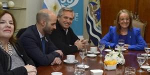 Santa Cruz: El precandidato presidencial Alberto Fernández compartió hoy un encuentro con la gobernadora de Santa Cruz Alicia Kirchner en la Casa de gobierno provincial, en el marco de su visita a la ciudad de Río Gallegos.
