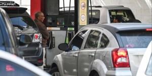 El gobierno venezolano desmintió a través de Petróleos de Venezuela (Pdvsa) las informaciones sobre el problema de la escasez de gasolina, a pesar de las colas kilométricas que se han registrado en la mayoría de los estados del país.