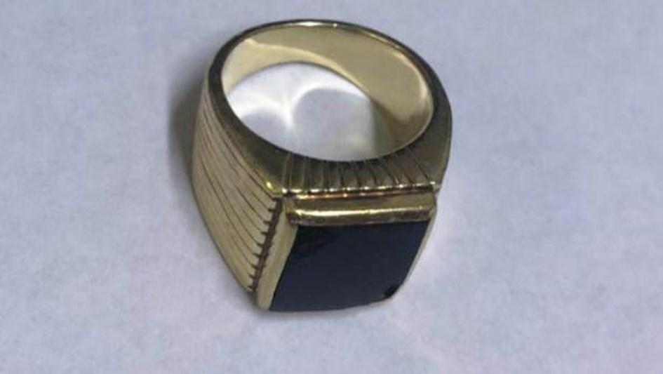 Apareció el anillo de Menem: lo entregó la familia del enfermero prófugo