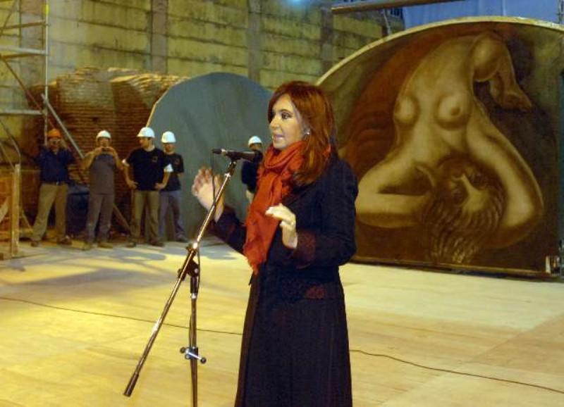 Cristina inaugur en la aduana taylor el mural de for El mural de siqueiros en argentina