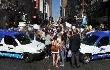 Comerciantes cortaron el tránsito en la Avenida Corrientes contra los manteros
