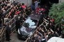 El cortejo fúnebre con los restos del músico llegó a la Chacarita en medio de aplausos y cánticos