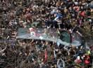 Miles de personas despidieron a Cerati en la Legislatura y en la Chacarita