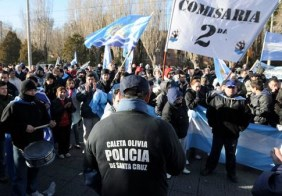 El gobierno de Santa Cruz presentó una denuncia por sedición contra los policías autoacuartelados