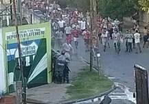 Confirman que 26 policías resultaron heridos en los graves incidentes en la cancha de Laferrere