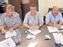 """Tres entidades de la Mesa de Enlace resolvieron un """"cese de comercialización"""" de granos y hacienda"""