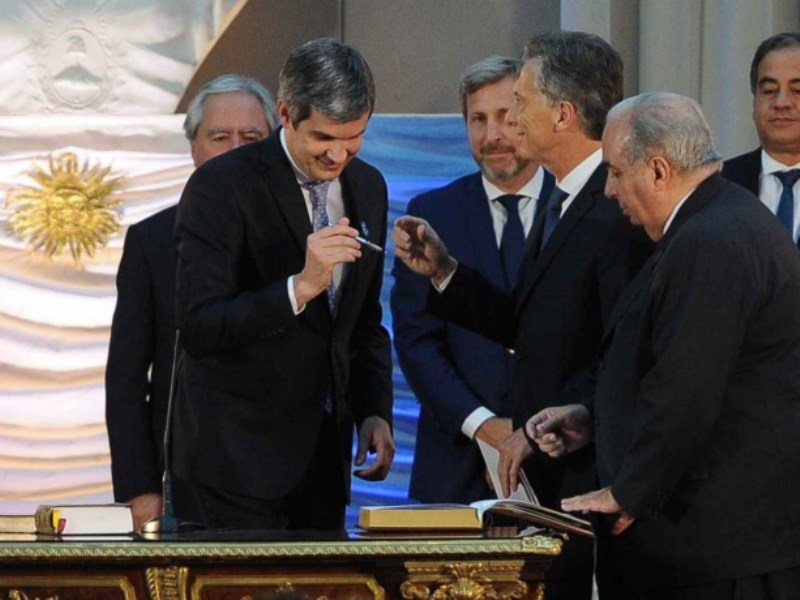 El presidente le tom juramento al gabinete de ministros for Gabinete del ministro del interior