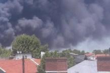 Controlaron un impresionante incendio en una fábrica de colchones en Avellaneda
