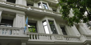 La UIF dispuso que los bancos monitoreen operaciones del sector público para prevenir la corrupción