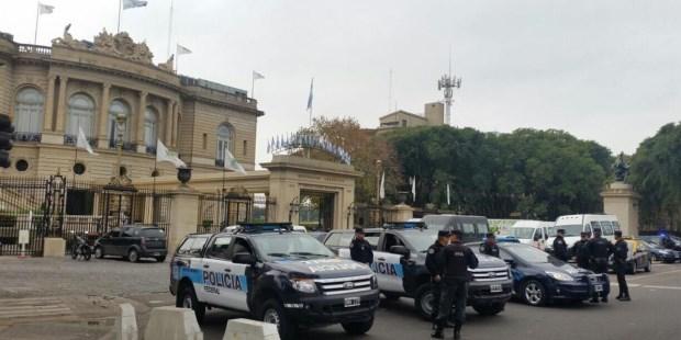 Allanan el Hipódromo de Palermo y el Casino Flotante en una causa por supuesta evasión impositiva