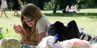 Buscan avanzar en la prohibición de fumar en plazas y parques