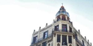 """La cúpula del edificio llamado """"No hay sueños imposibles"""" es una genuina muestra del Art Nouveau porteño."""