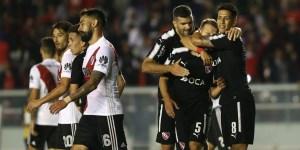 Sobre el final y de contragolpe, Independiente le ganó a River y le dio otro cachetazo
