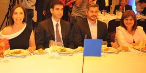La gobernadora junto a Daniel Dessein, de Adepa, Marcos Peña y Patricia Bullrich. Vidal fue recibida por el director del Multimedios La Capital, Flore