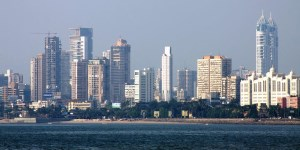 Construcción de edificios en la antigua Bombay. La creciente clase media del país asiático, debiera ser objeto de serio interés para nuestros estrateg