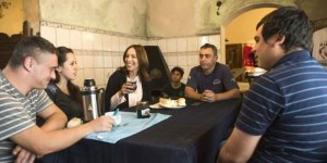 Vidal visitó a un un bombero voluntario en Avellaneda