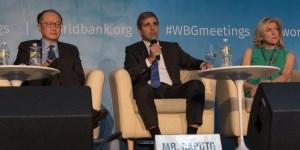 El ministro Caputo diserta en un panel del Banco Mundial.