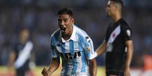 Zaracho lo grita con toda la fuerza. Fue el tercero de la Academia, que goleó en Avellaneda.