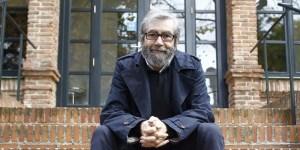Antonio Muñoz Molina establece en esta novela documental un juego de observación incesante.