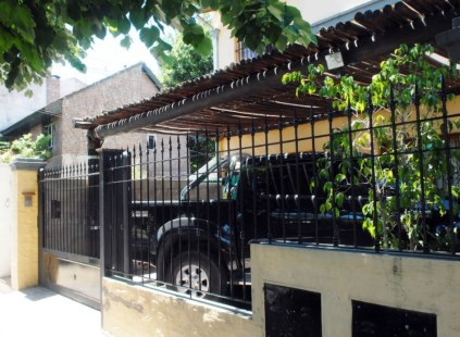 Asaltan a tres familias en San Isidro durante un raid