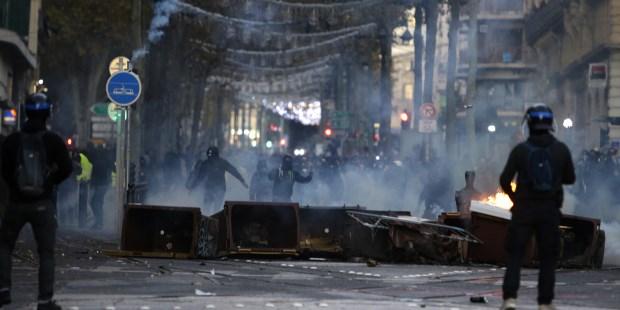 Image result for Más de mil 300 detenidos durante protestas en Paris